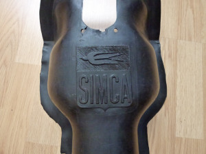 logo Simca sur tunnel de transmission